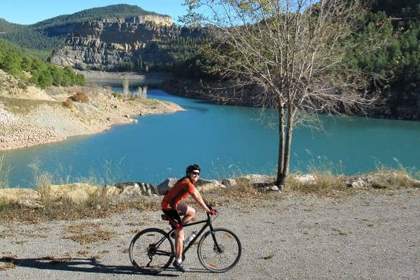 Cycling Past a Reservoir